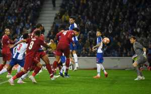 Tandukan Virgil Van Dijk tak sanggup dibendung Cassilas, dalam laga Laga leg kedua perempat final Liga Champions antara Liverpool vs FC Porto, Kamis 18 April 2019.(twitter.com/@liverpoolFC)