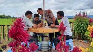 Bhabinkamtibmas Desa Timbuseng dan Desa Pallantikang Pores Gowa BRIPKA Ansyar melaksanakan kegiatan sambang ke warga binaan yang berada di Dusun Biringbonto Desa Pallantikang kecamatan Pattallassang Kabupaten Gowa.