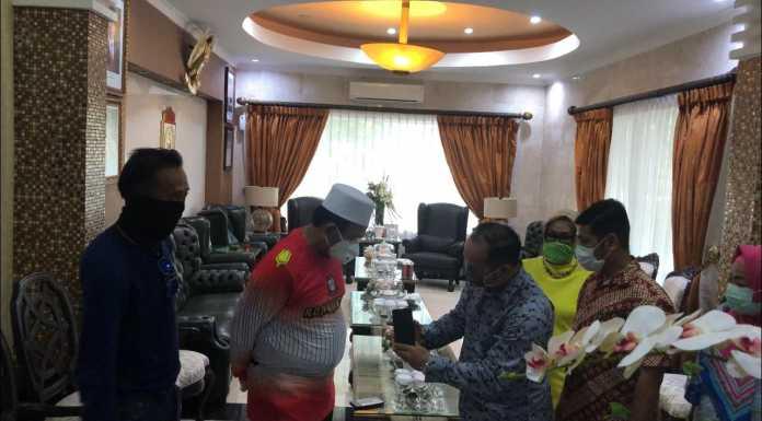 Penjabat Wali Kota Makassar, M Iqbal Samad Suhaeb terus mengintensifkan pemberlakuan Physical Distancing sebagai strategi utama memutus mata rantai penyebaran Virus Covid-19 di Kota Makassar.