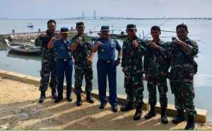 Pusat Hidrografi dan Oseanografi TNI AL menggelar Operasi Survei dan Pemetaan (Opssurta) hidro-oseanografi perairan Koarmada 2 di Alur Pelayaran Barat Surabaya (APBS) dan Alur Pelayaran Timur Surabaya (APTS) Surabaya.