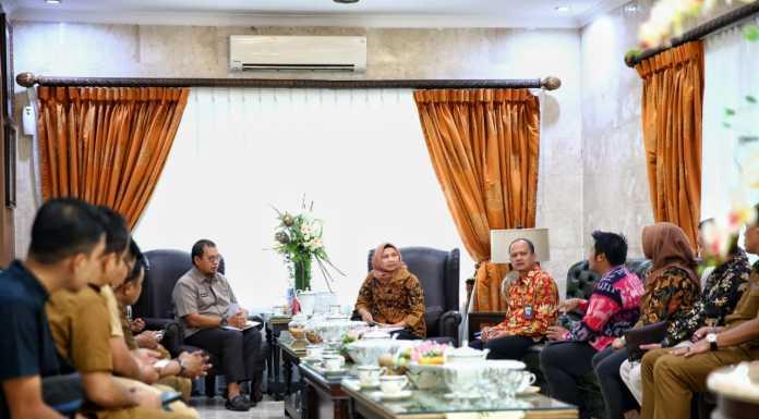 BSM menemui Penjabat Wali Kota Makassar M Iqbal Samad Suhaeb di Rujab Wali Kota Makassar, Selasa, 3 Maret 2020.