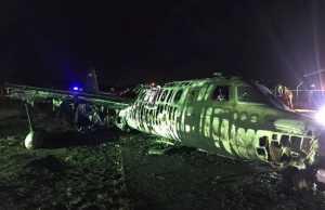 Pesawat milik Lionair, maskapai Filipina jatuh dan terbakar di Bandara Internasional Manila, Filipina, pada Minggu 29 Maret 2020.