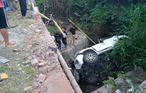 Mobil Toyota Fortuner dengan Nomor Polisi DD 4 IH mengalami kecelakaan tunggal di jalan poros Maros-Bone, tepatnya di Dusun Lalebata, Desa Mattaropuli, Kecamatan Bengo, Senin 2 Maret 2020