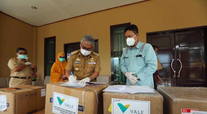 PT Vale Indonesia Tbk (PT Vale) menyerahkan 5.000 unit rapid test, dan alat medis tambahan kepada Gugus Tugas Percepatan Penanganan (GTPP) Covid-19 Kabupaten Luwu Timur