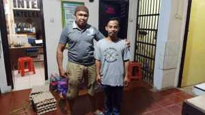 Satuan Reserse Kriminal Polres Pangkep bersama Satuan Sabhara Polres Pangkep menangkap lelaki F  (26 tahun), pelaku penganiayaan anak di bawah umur yang terjadi di Kecamatan Marang, Kabupaten Pangkep, Minggu 17 Mei 2020