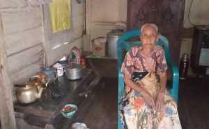 Nenek Maemunah (78 tahun) tinggal di Jalan Tinumbu Lorong 165 B RT 04 RW 01 Kelurahan Pannampu, Kecamatan Tallo, Kota Makassar
