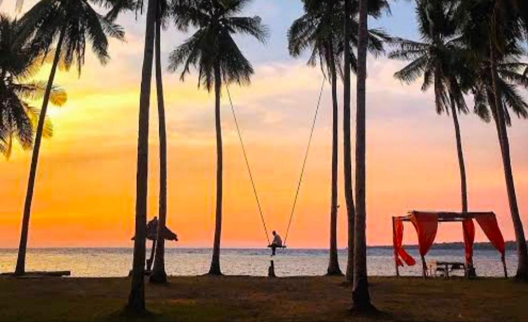 Menikmati Indahnya Sunset Di Pantai Sunari Selayar