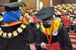 Rektor UNM Raih Gelar Insinyur Profesional Utama di Unhas