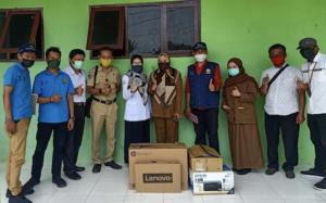 Penyerahan Bantuan Perangkat TI Bagi BPP di Bantaeng