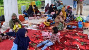 Korban banjir Sulbar di tempat pengungsian, Jumat 15 Januari 2021.(ist)
